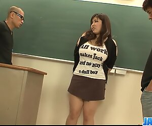 Studentessa Plump e Tettona scopata da due insegnanti Hung e Arraparato - altro su Javhd.net