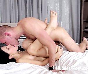 Nubiles porno - perky nadškoláky zadek pokryté spermií