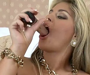 Sexy Blonde Milf Babe Anal & Pussy Dildo Fucking For Cam Viewers