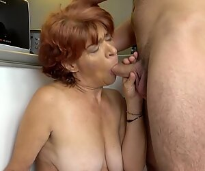 Horny Granny with hængenede patter fucks hard