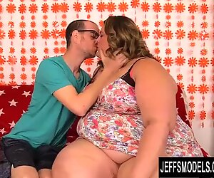 Attractive SSBBW Erin Green Gets Enthusiastically Railed by Her Tiny BF