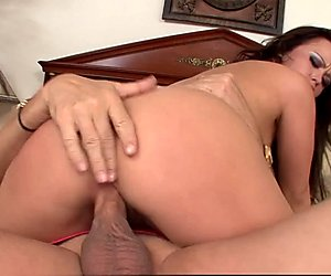 Hairy Pussy Babe Gets Licked And Fucked