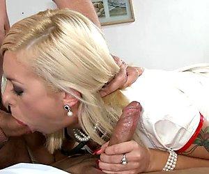 Sizzling babe throat fucks a stiff boner