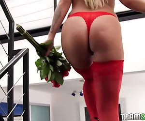 Madelyn Monroe insert Ikes thick cock
