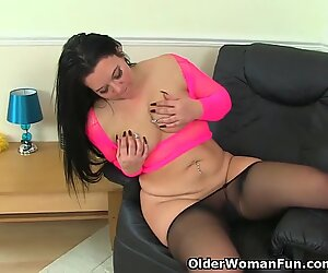 british mummy Louise Bassett is finger-tickling her nyloned pussy