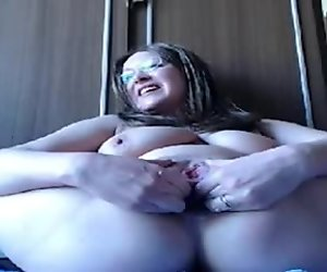 Stretching her ass