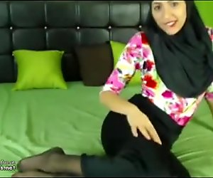 Arab Egypt Teen Masturbates To Orgasm In Hijab On Webcam