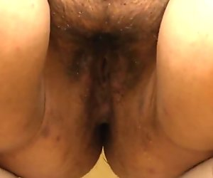 Irishka bbw with hairy by a pussy, pissing on his feet