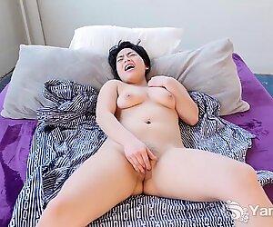 Škubne roztomilý asijky naděje zlato masturbace