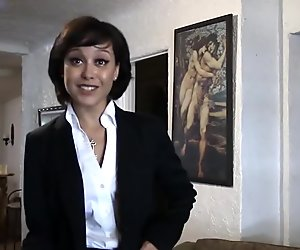 Realtor bitch fucks with her client to make her first sale