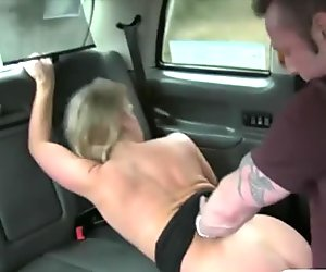Horny couple enjoyed fucking in the backseat of a cab