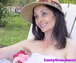 Cocksucking gilf gets her pussy fucked