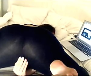 College girl vibrates in leggings