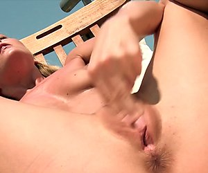 Hot blonde fingers her pussy in the sunshine