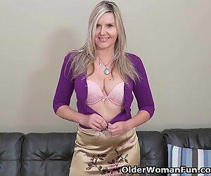 blond milf Velvet Skye runs in rivulets her twat juice on the couch