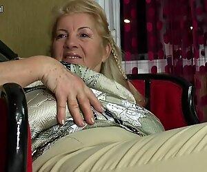 Girl fucks mature mom and granny