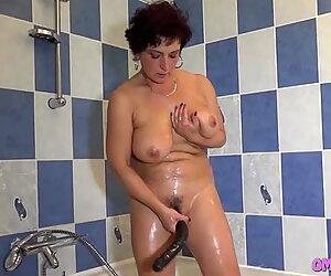 Faith Loves When Granny Eats Her Pussy