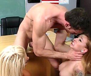 Two lustful girls Scarlett Pain & JR Carrington sucks one cock